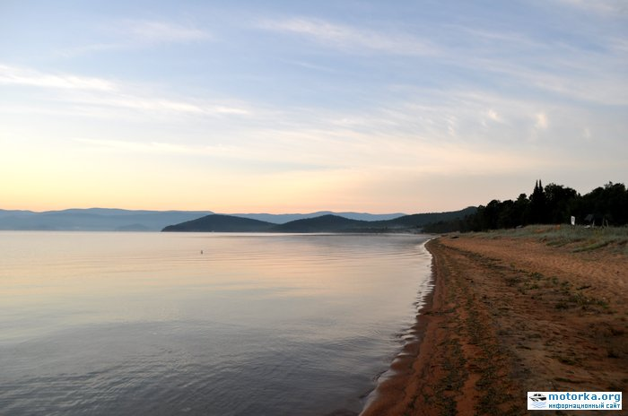пляж в бухте Змеиная (Чивыркуйский залив)
