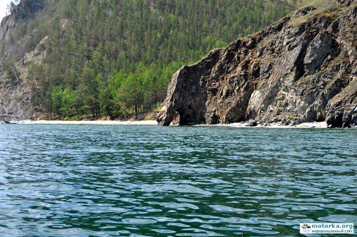 Скальная арка на Байкале