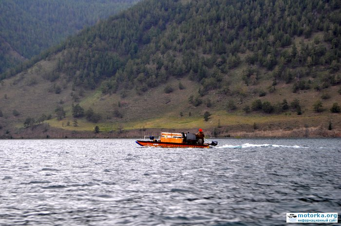 Надувной моторный катамаран на Байкале