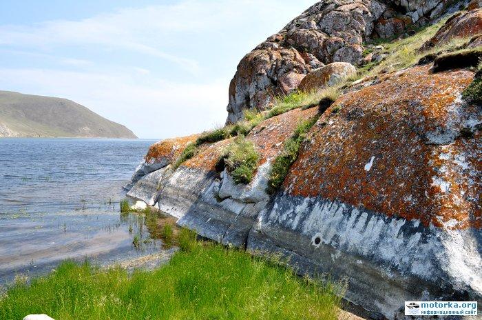 Усть-Анга. Металлический цилиндр в скале